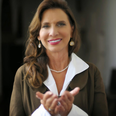 Julie Renee is the #1 Brain Rejuvenation expert, Speaker, Best Selling Author and Master Health Activator. Julie Renee mentors individuals who refuse to play small but are being held back by exhaustion and Fuzzy Brain.